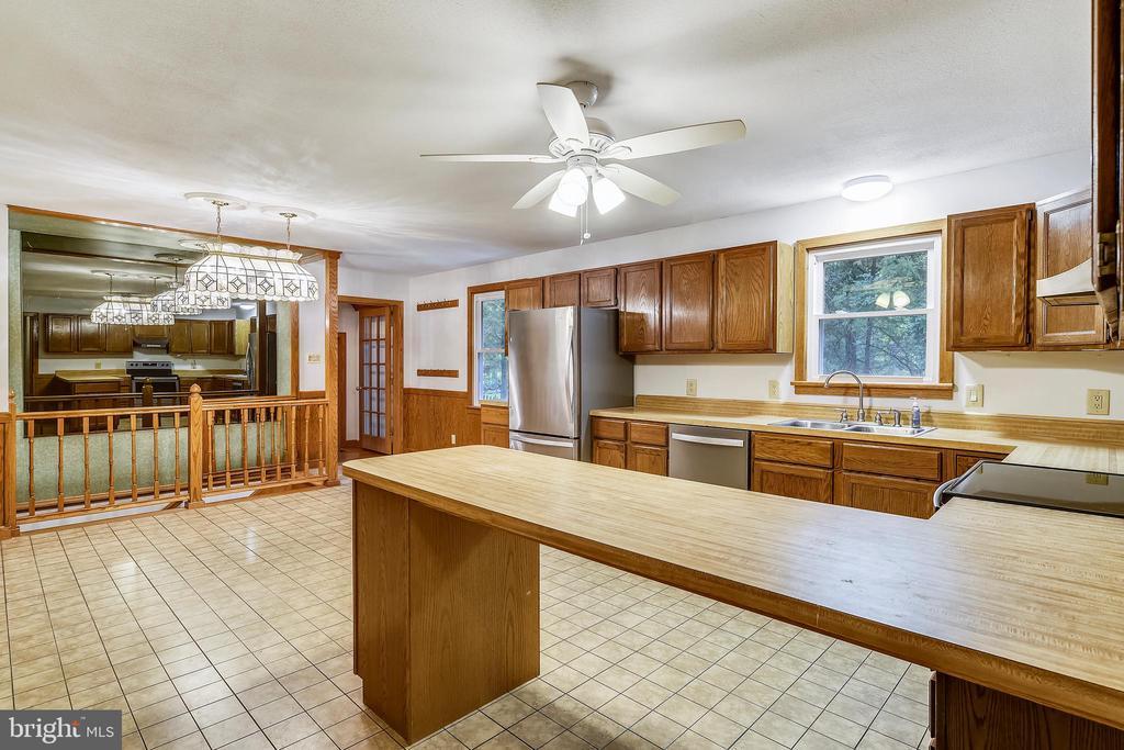 Kitchen - 8907 CHRISTINE PL, MANASSAS