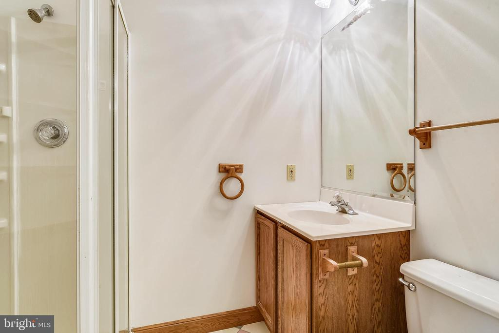 Full bathroom in upstairs office - 8907 CHRISTINE PL, MANASSAS