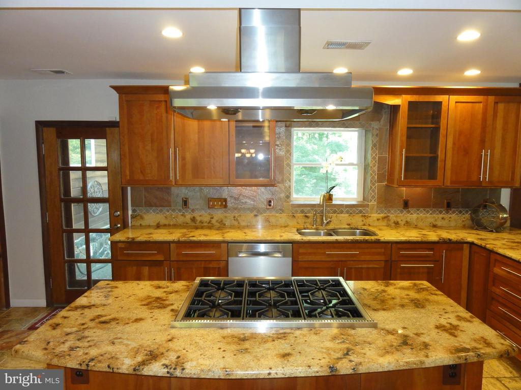 Island cooktop with Kobe stainless steel  hoodfan - 38699 OLD WHEATLAND RD, WATERFORD