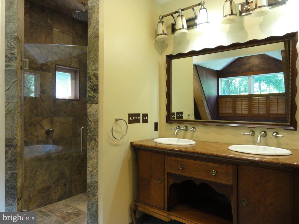 Master bath vanity and shower - 38699 OLD WHEATLAND RD, WATERFORD