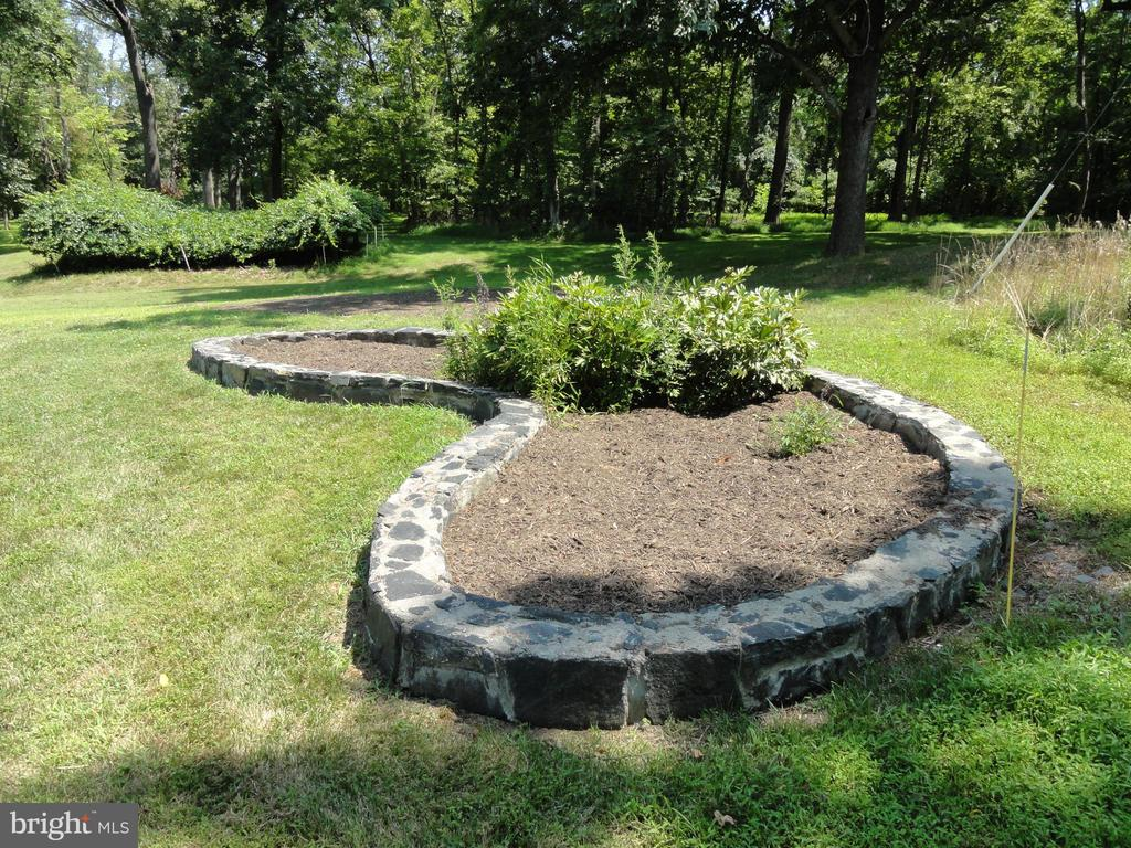 Landscaping- flowerbed lined with a stone wall - 38699 OLD WHEATLAND RD, WATERFORD