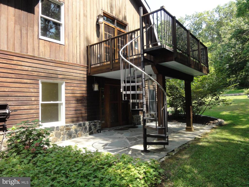 Balcony off master bedroom and patio below. - 38699 OLD WHEATLAND RD, WATERFORD