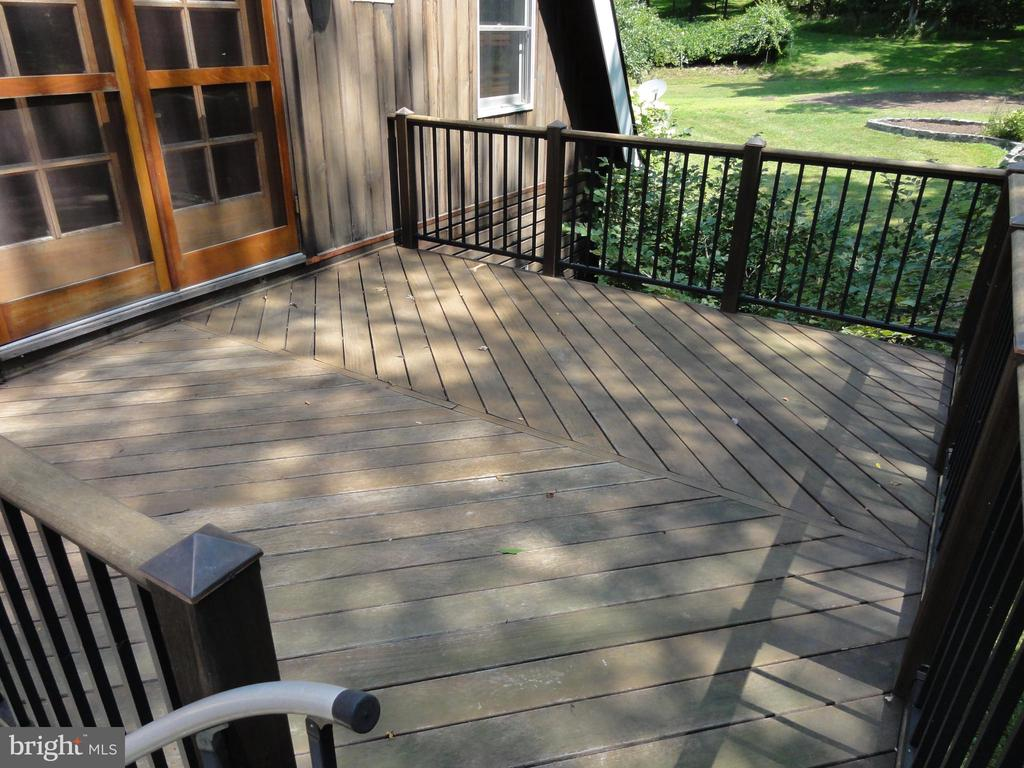 Balcony off master bedroom - 38699 OLD WHEATLAND RD, WATERFORD