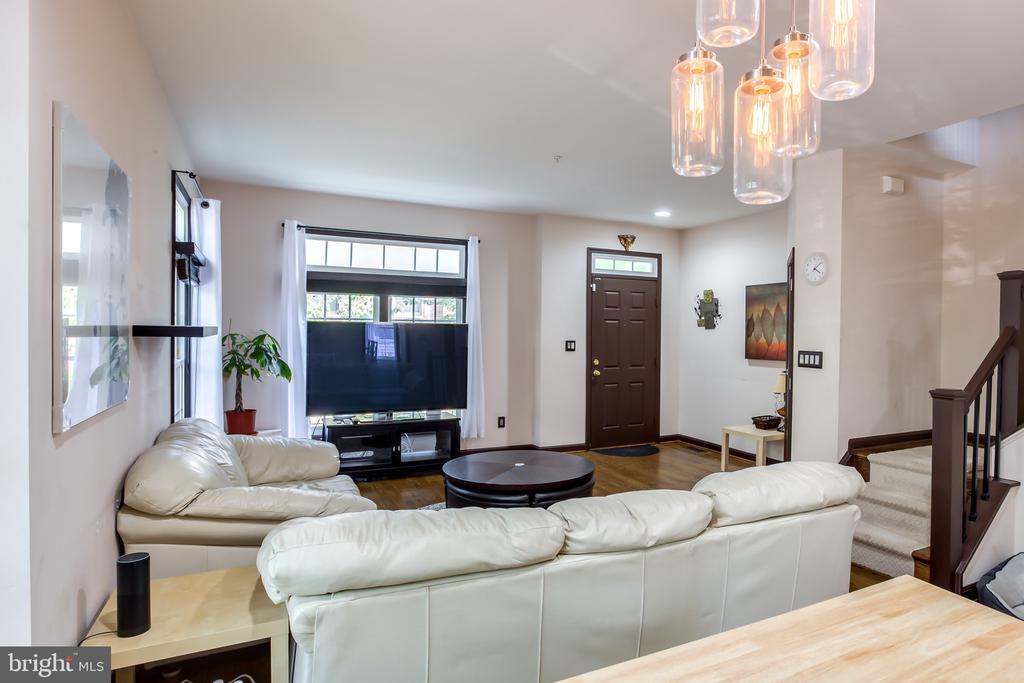 Livingroom View - 8861 ASHGROVE HOUSE LN, VIENNA