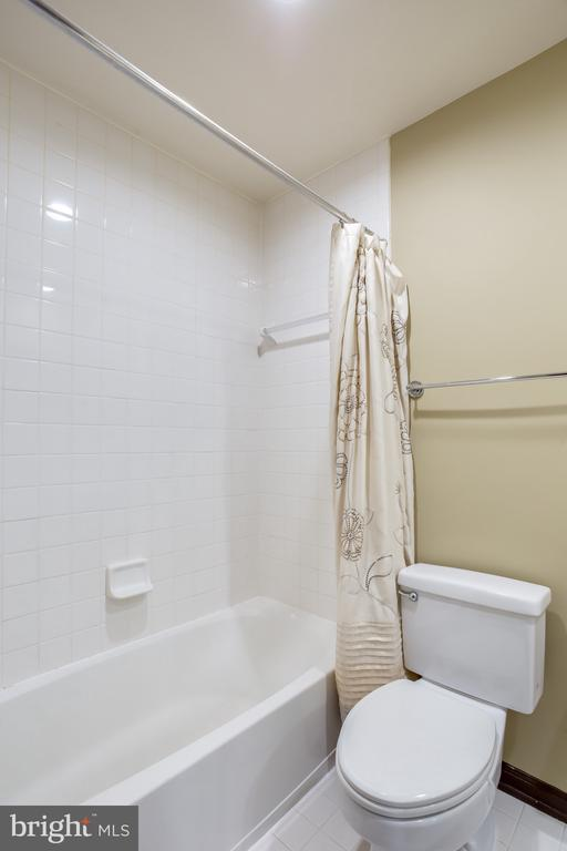 3rd Bedroom with ensuite ( 3rd Bathroom ) - 8861 ASHGROVE HOUSE LN, VIENNA