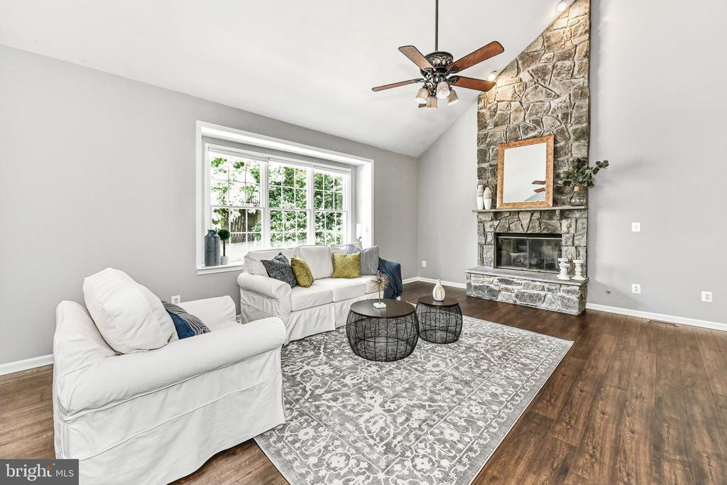Family room features stone-face gas fireplace - 47426 RIVERBANK FOREST PL, STERLING