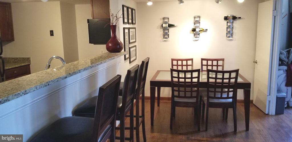 Open plan w/separate space for Dining Table - 1001 N VERMONT ST #902, ARLINGTON