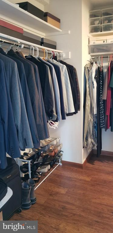 Large Walk-In Closet w/3 walls of hanging space - 1001 N VERMONT ST #902, ARLINGTON