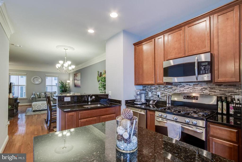 Kitchen has beautiful Granite and Backsplash - 4306 POTOMAC HIGHLANDS CIR #41, TRIANGLE
