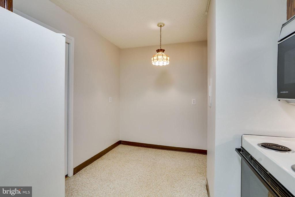 Kitchen with Table Space - 3800 FAIRFAX DR #314, ARLINGTON