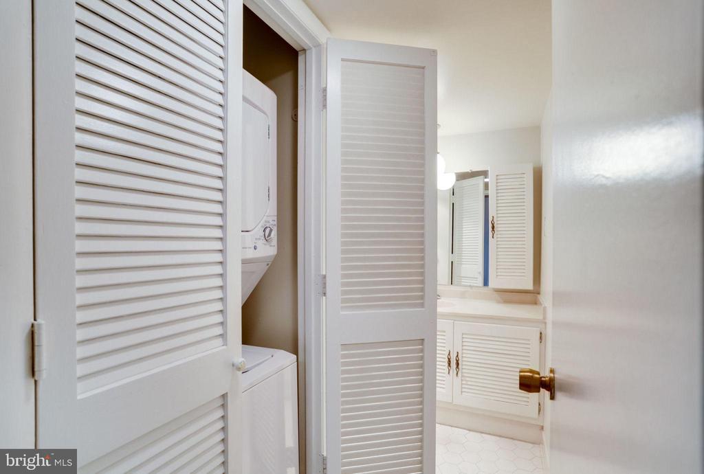 Washer & Dryer in Hall Bath - 3800 FAIRFAX DR #314, ARLINGTON