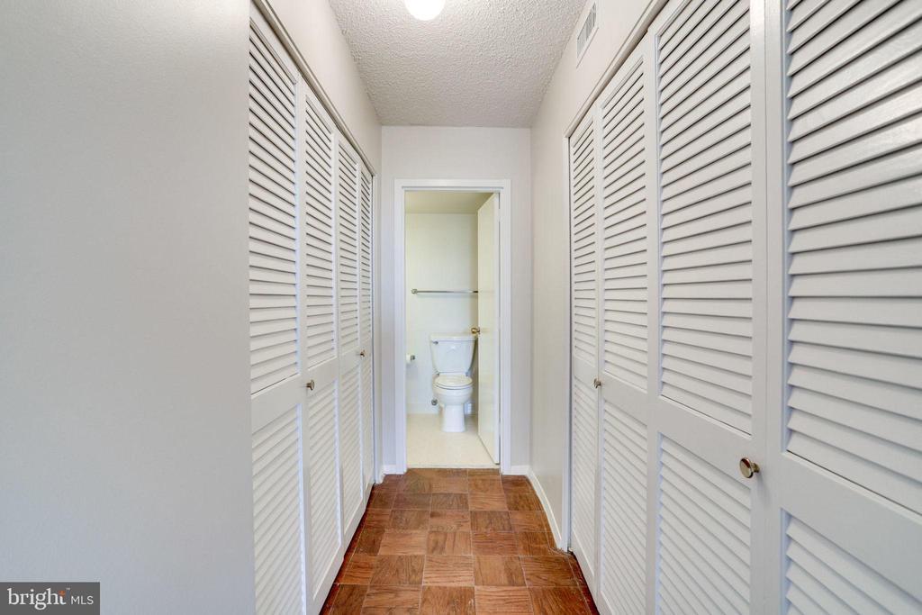 Master B.R. Closets - 3800 FAIRFAX DR #314, ARLINGTON
