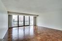L.R. approx. 19'x19' can accommodate Dining Rm. - 3800 FAIRFAX DR #314, ARLINGTON