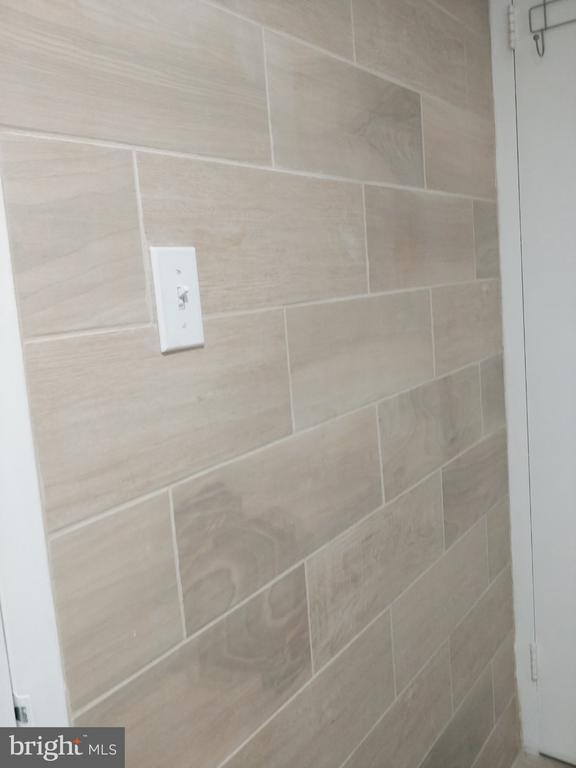 Bathroom Ceramic Wall - 5225 POOKS HILL RD #707N, BETHESDA