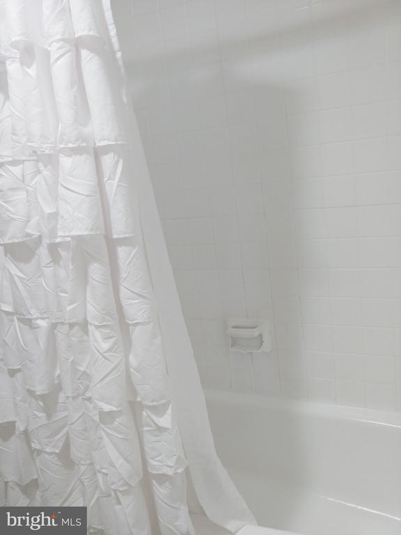 Bathroom - 5225 POOKS HILL RD #707N, BETHESDA