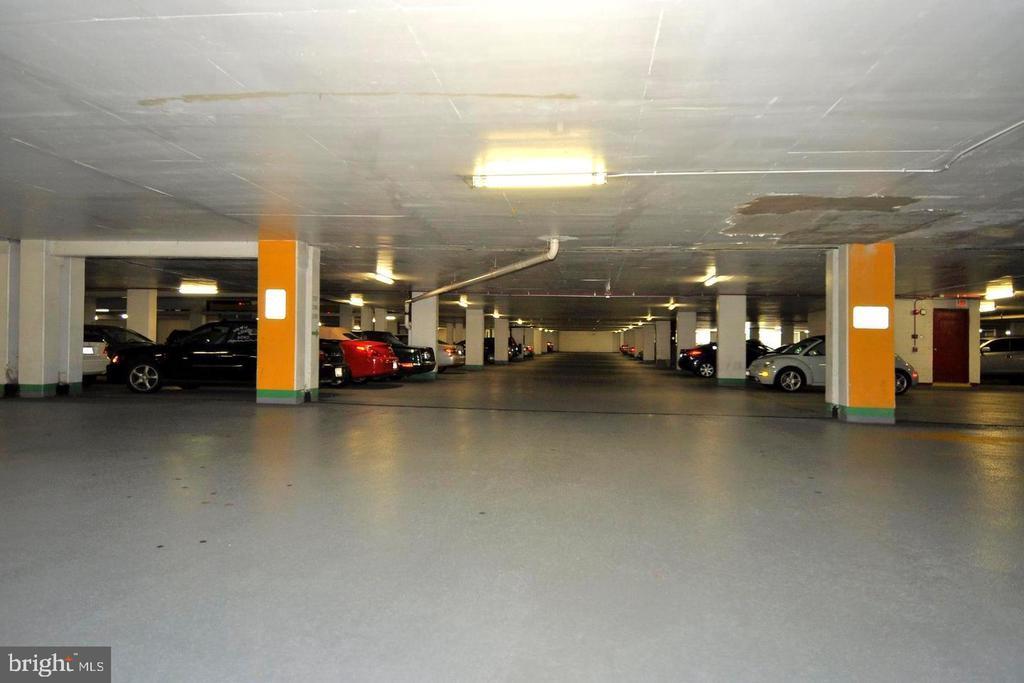 1- Car Garage Included - 5225 POOKS HILL RD #707N, BETHESDA