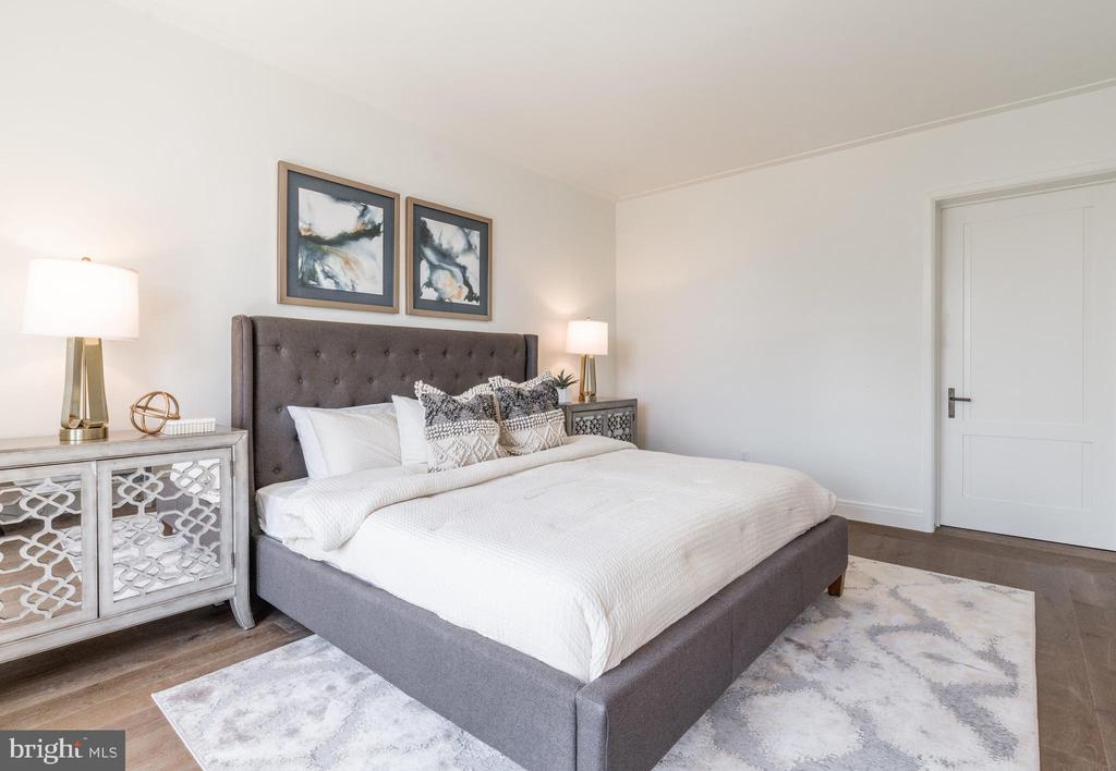 Master Bedroom offers expansive closets - 2660 CONNECTICUT AVE NW #4C, WASHINGTON