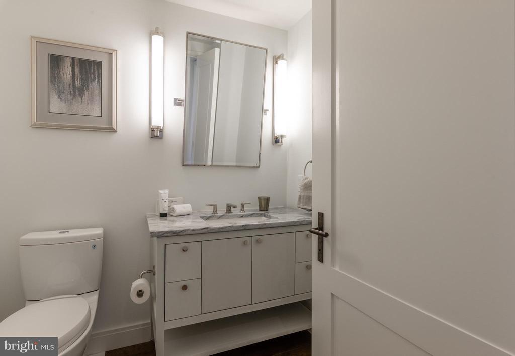 Powder Room - 2660 CONNECTICUT AVE NW #4C, WASHINGTON