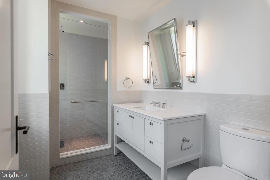 Bedroom Two En Suite Bathroom - 2660 CONNECTICUT AVE NW #4C, WASHINGTON