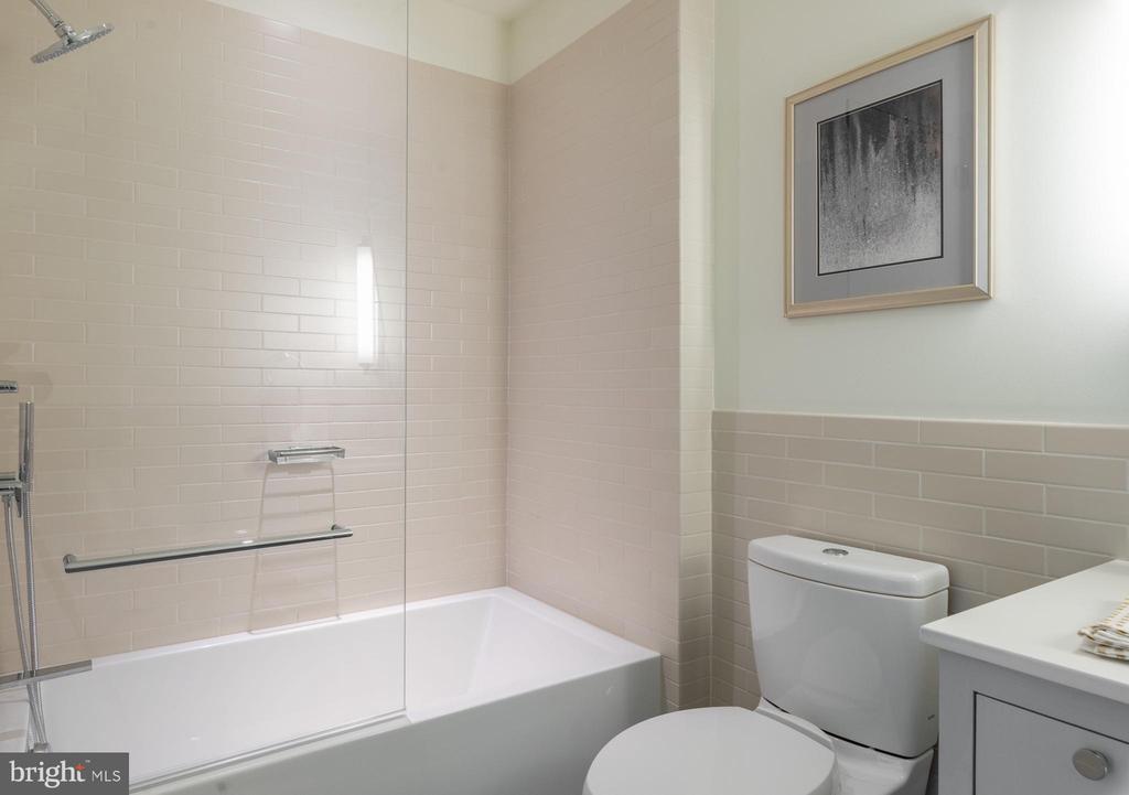 Bedroom Three En Suite Bathroom - 2660 CONNECTICUT AVE NW #4C, WASHINGTON
