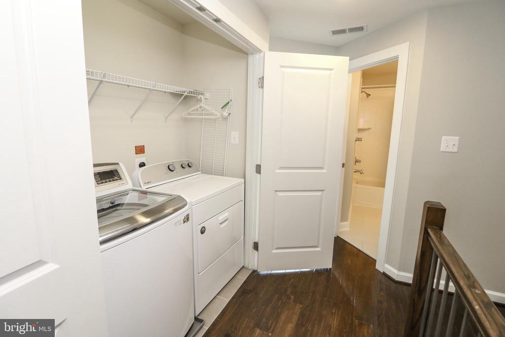 Upper Level Landing & Laundry - 3420 11TH ST S, ARLINGTON
