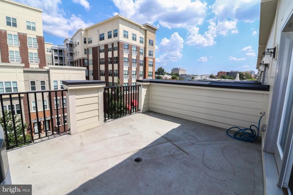 Rooftop Terrace off 3rd Bedroom/Loft - 3420 11TH ST S, ARLINGTON