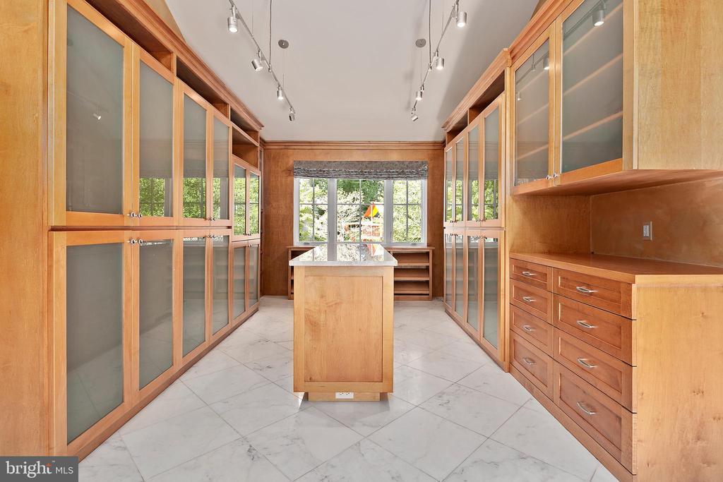 Master Closet - 11304 HUNTOVER DR, NORTH BETHESDA
