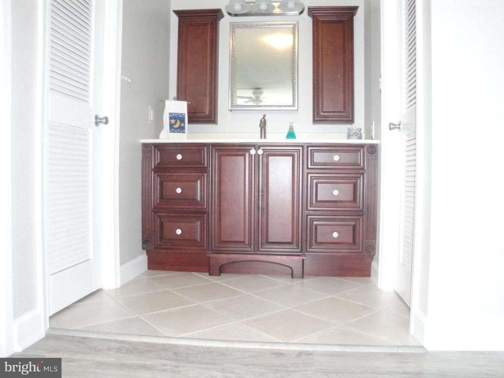 Master Bath Vanity w/tiled floor - 8380 GREENSBORO DR #721, MCLEAN