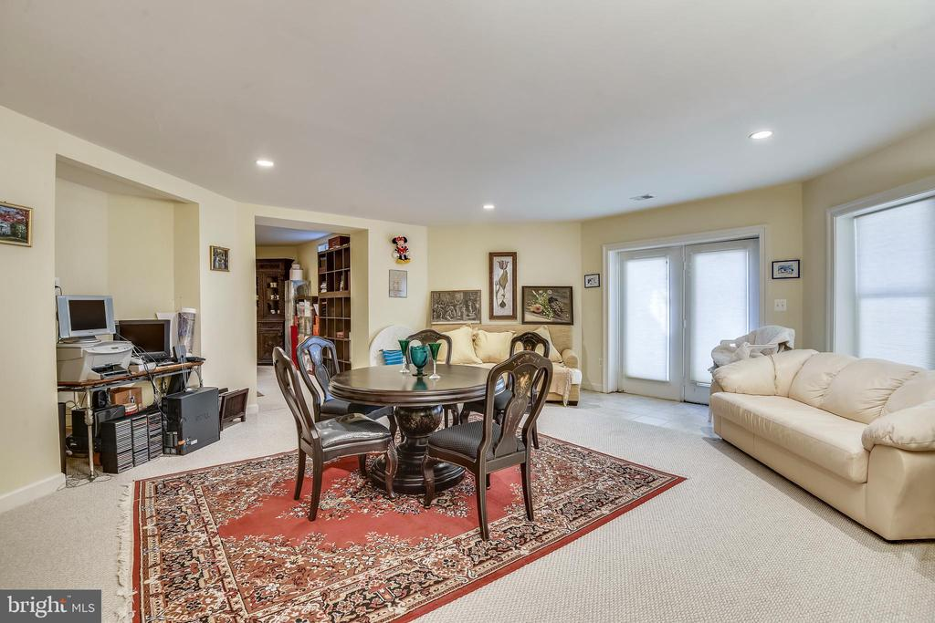 Lower level with a walk-out - 5800 MIDHILL ST, BETHESDA