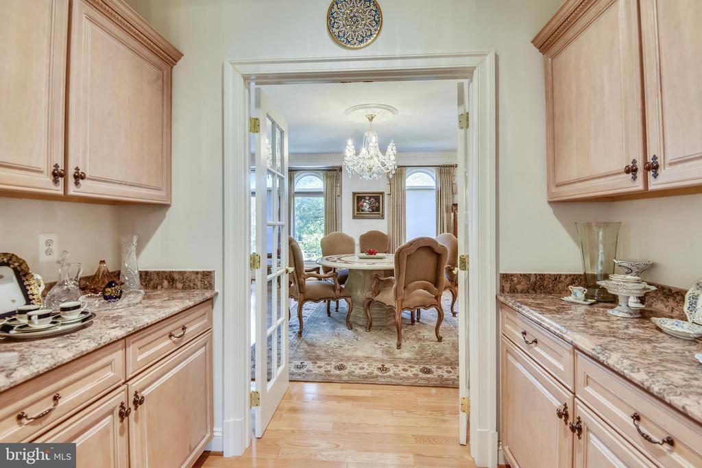 Butler's pantry - 5800 MIDHILL ST, BETHESDA