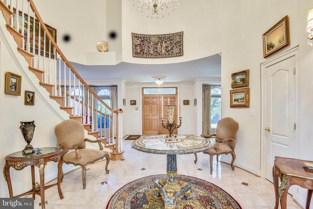 Grand foyer - 5800 MIDHILL ST, BETHESDA