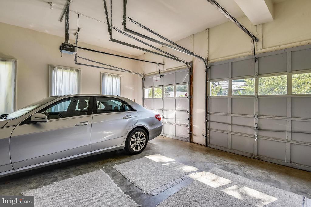 Garage - 5800 MIDHILL ST, BETHESDA