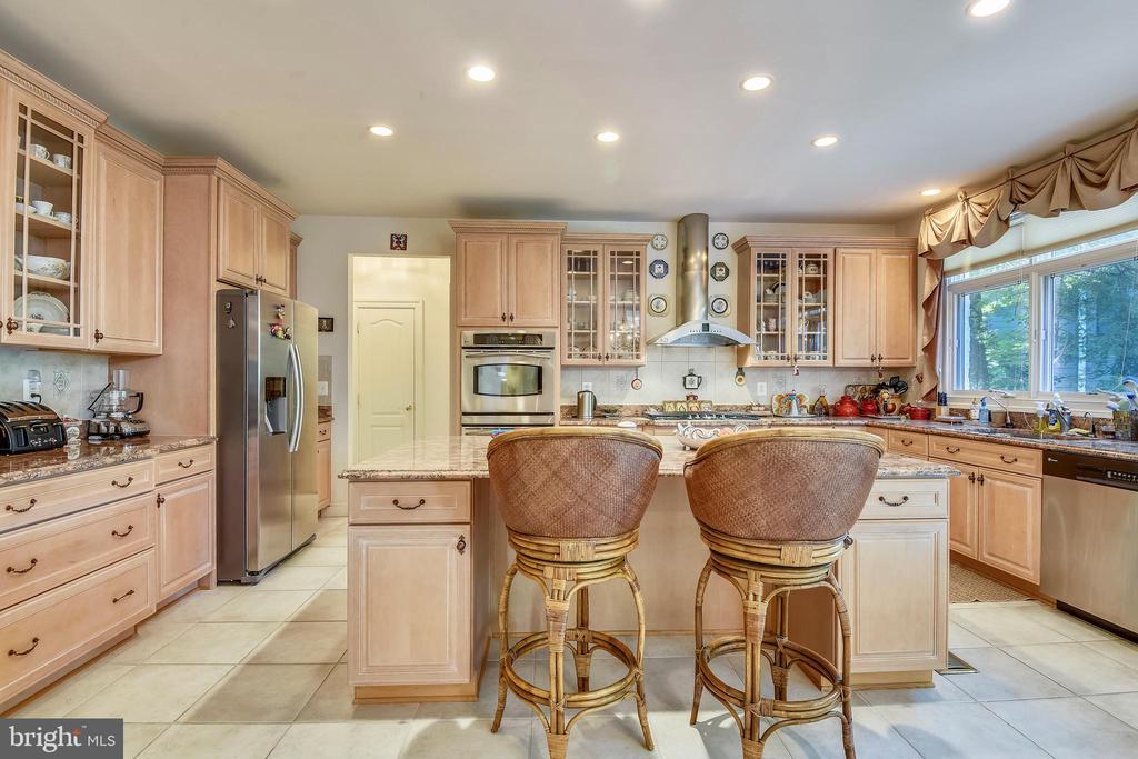 Kitchen - 5800 MIDHILL ST, BETHESDA