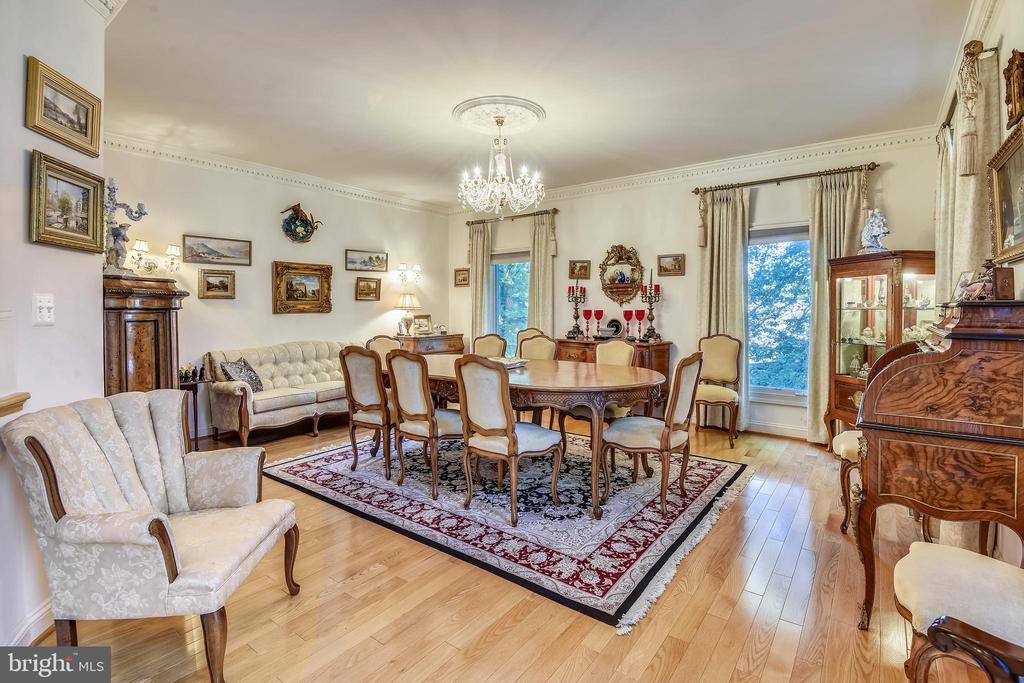 Living/dining room - 5800 MIDHILL ST, BETHESDA