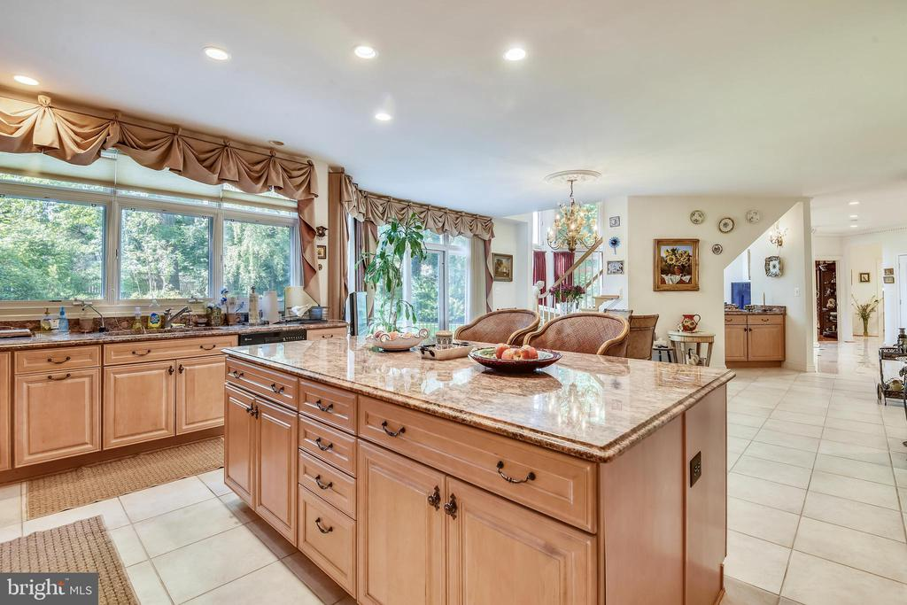 Kitchen with island - 5800 MIDHILL ST, BETHESDA