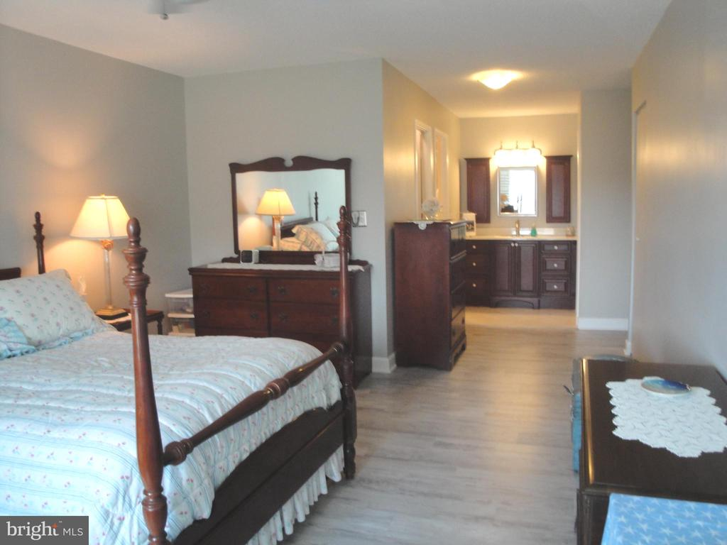 Master Bedroom Suite - 8380 GREENSBORO DR #721, MCLEAN