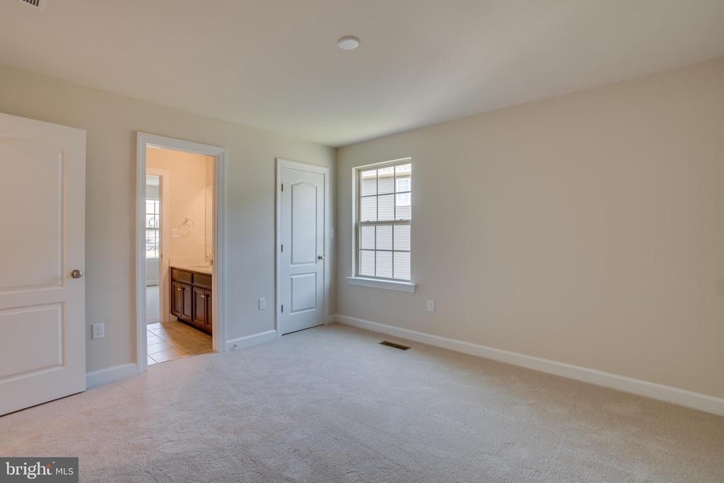 Bedroom 3 with Walk-in Closet & Jack-n-Jill Bath - 23 IRON MASTER DR, STAFFORD