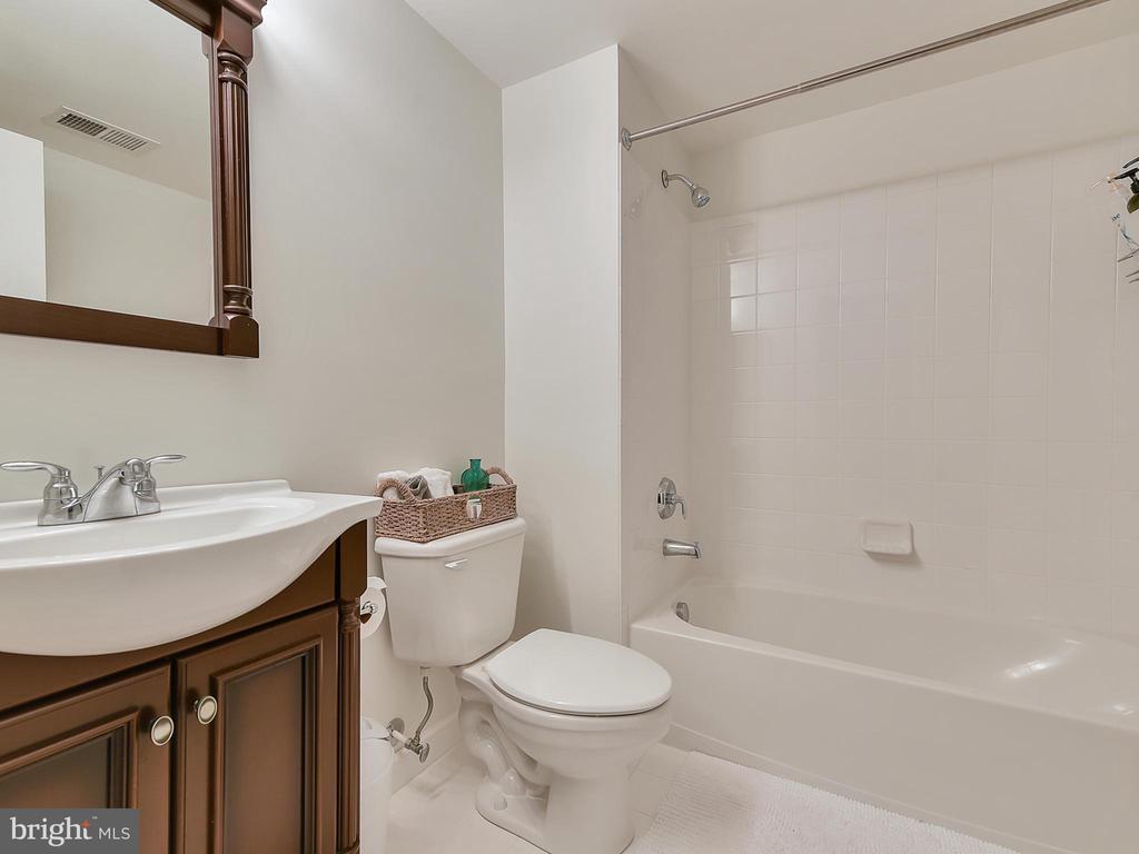 Bathroom #2 - 9710 WOODFIELD CT, NEW MARKET