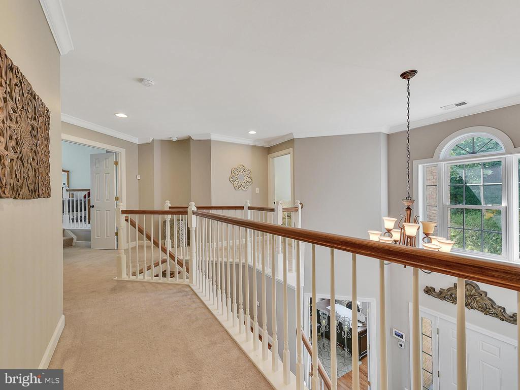 Upstairs hallway - 9710 WOODFIELD CT, NEW MARKET