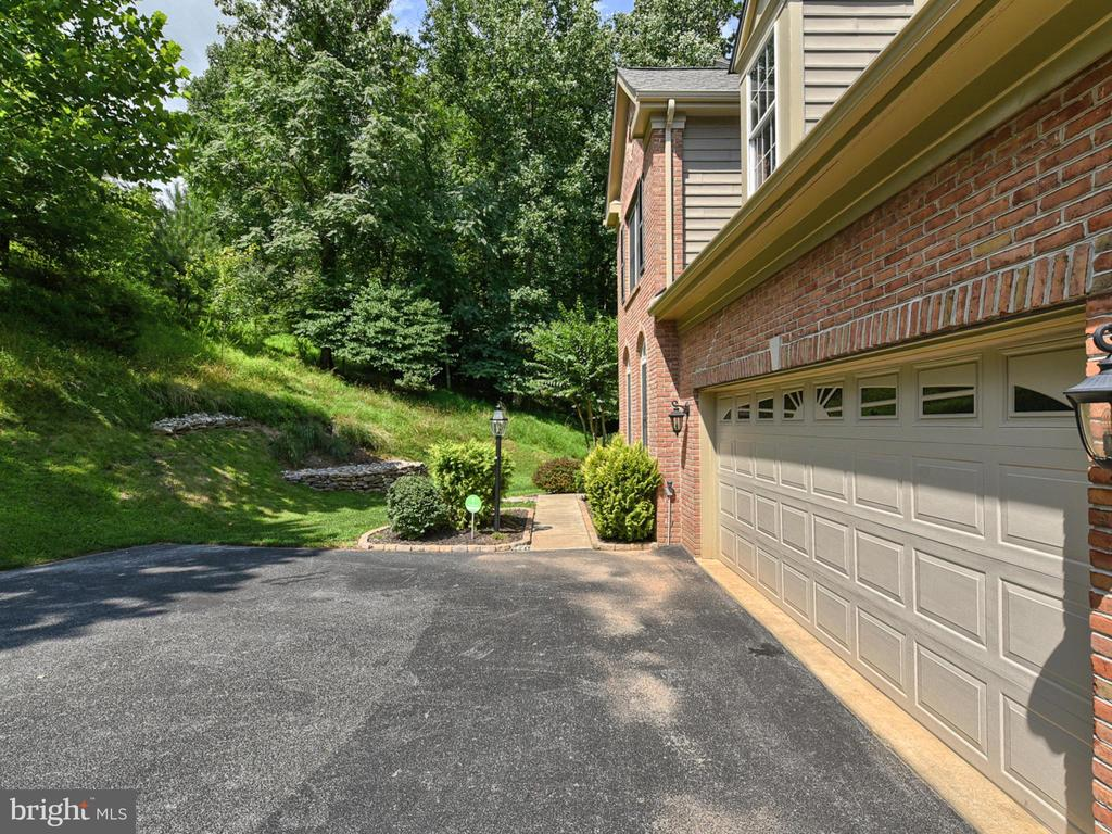 Garage - 9710 WOODFIELD CT, NEW MARKET
