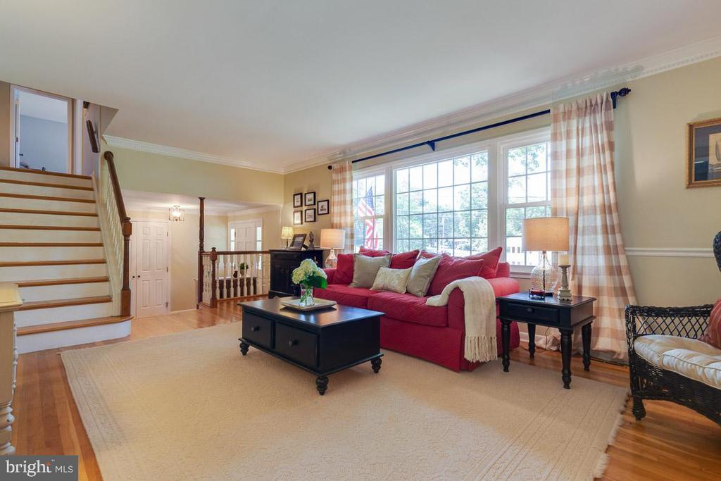 Impeccable property incredibly maintained. - 9114 MURDOCK RD, FAIRFAX
