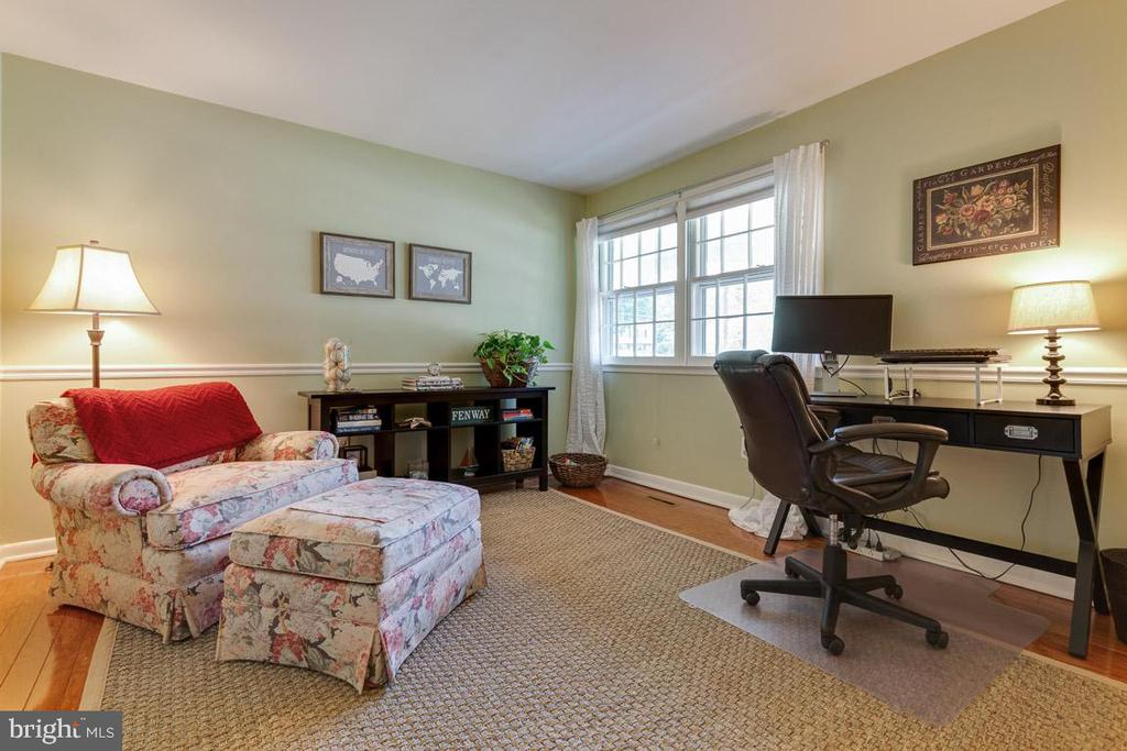 Fourth bedroom on main level with hardwood floors - 9114 MURDOCK RD, FAIRFAX