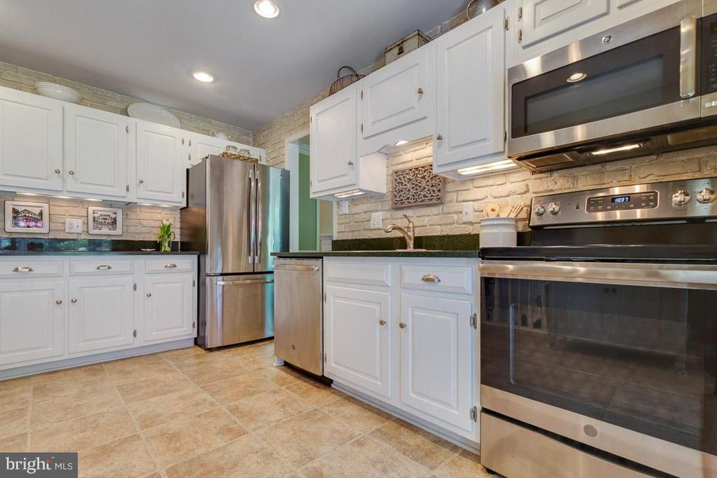 Stainless steel appliances new in 2018 - 9114 MURDOCK RD, FAIRFAX