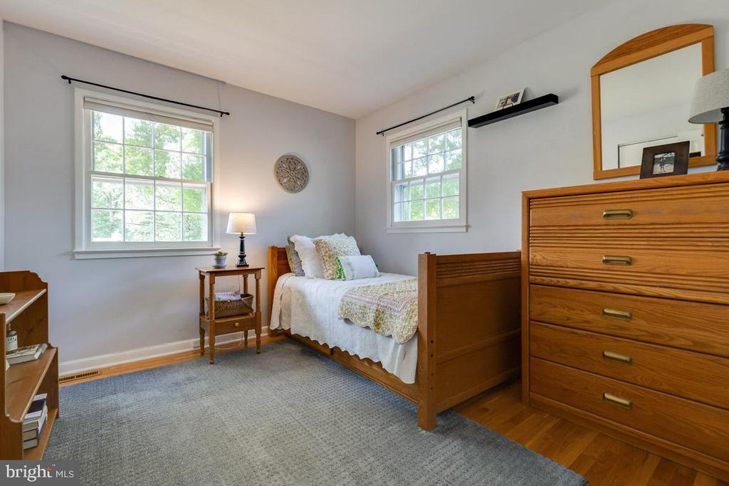 Bedroom three with gleaming hardwood floors - 9114 MURDOCK RD, FAIRFAX
