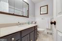 Updated hall bathroom with under mount sink - 9114 MURDOCK RD, FAIRFAX
