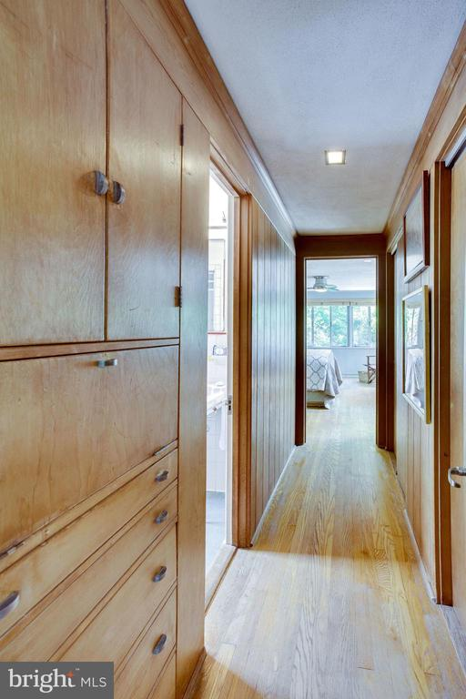 Upper Hall to Master Bedroom - 1201 KEY DR, ALEXANDRIA