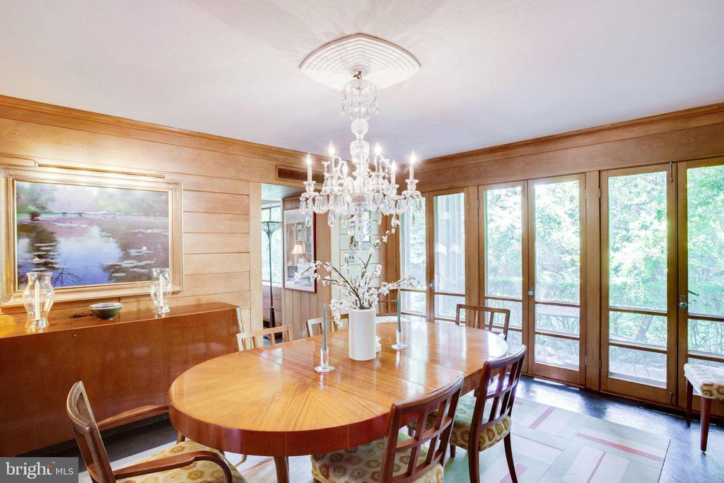 Dining Room with Doors to Outdoor Seating - 1201 KEY DR, ALEXANDRIA
