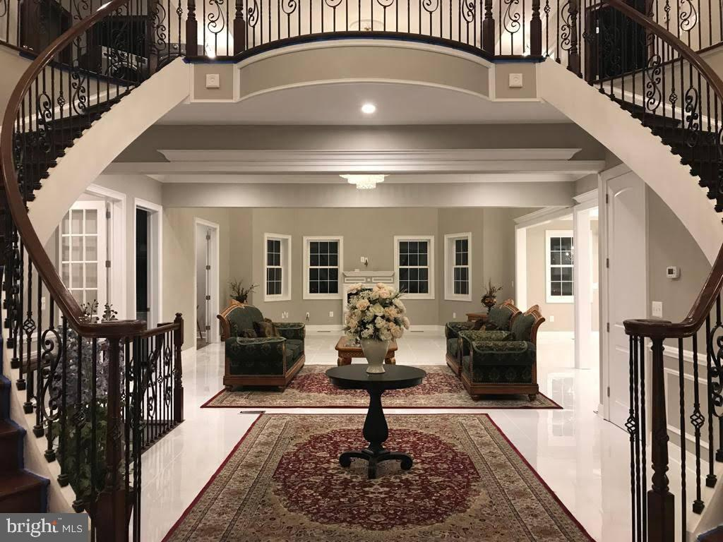 10' ceiling 10' main level - foyer/family - 9308 DEVLINS GROVE PL, BRISTOW
