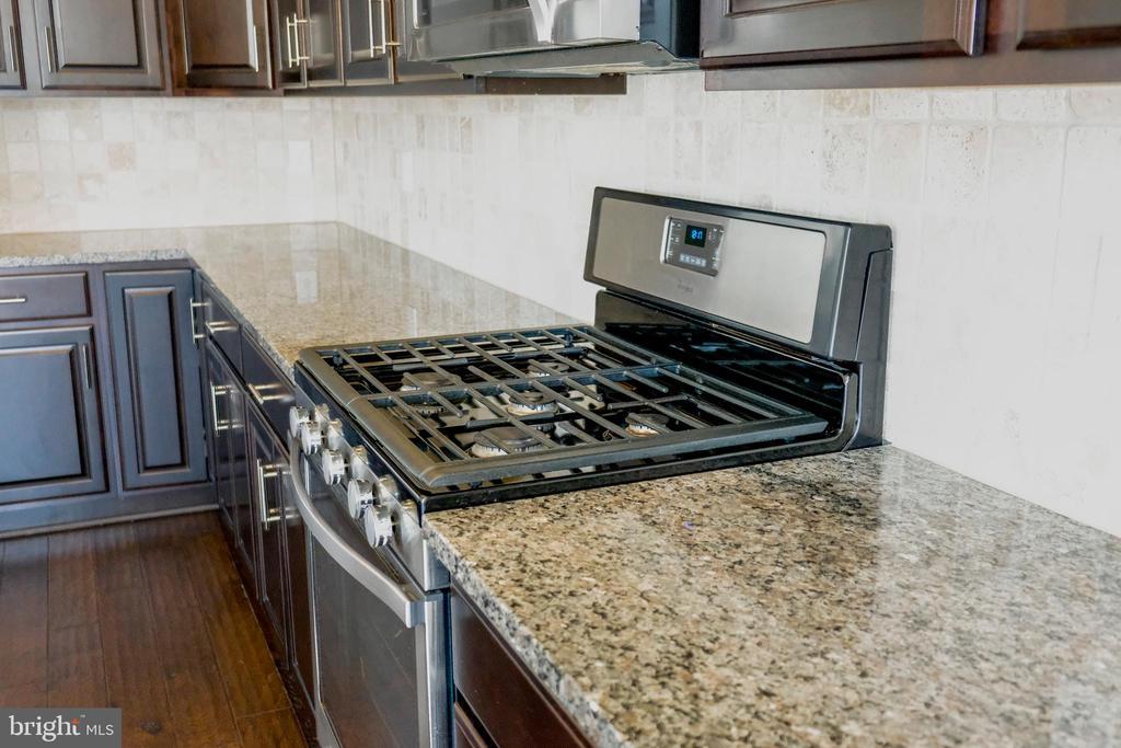 Hardwood floor, kitchen view - 42767 KEILLER TER, ASHBURN