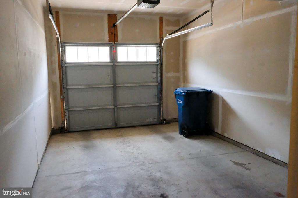 garage - 42767 KEILLER TER, ASHBURN